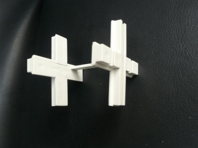 Krzyżyk (ramka) dystansowa do pustakow szklanych